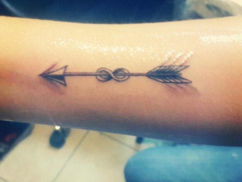 tatuaje de flechas brazo