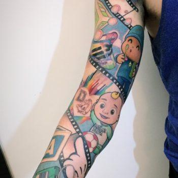 tira comica en el brazo tatuaje