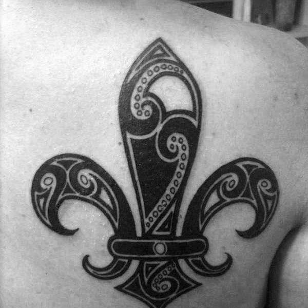 ideas-tatuajes-flor-lis