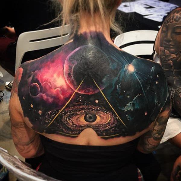 tatuaje de galaxias