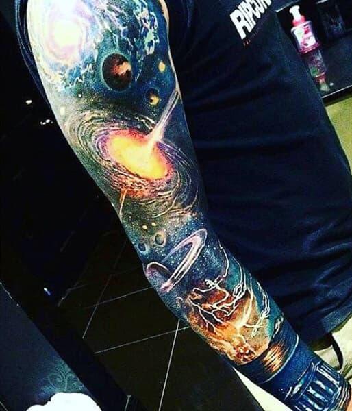 tatuaje de agujeros negros