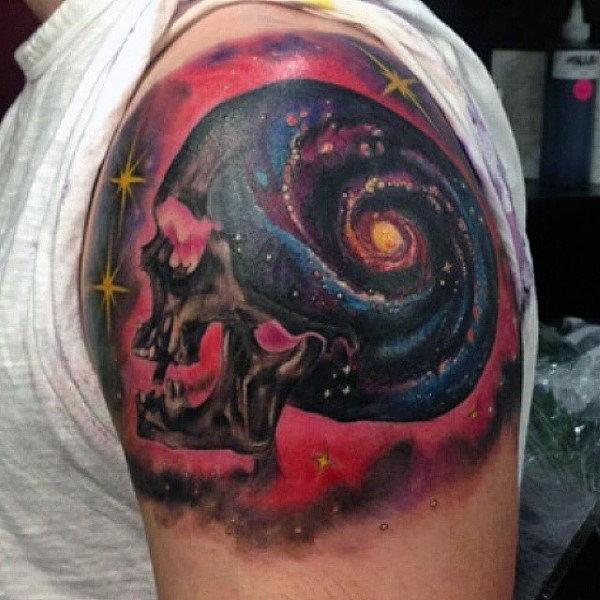 tatuajes del espacio y el cosmos