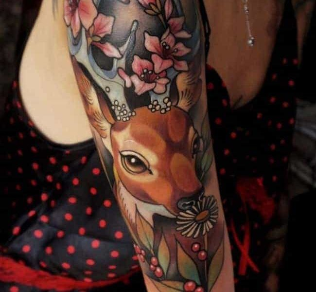 tatuaje ciervo brazo